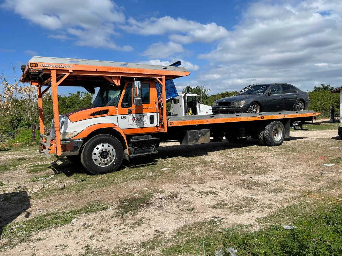 TRUCK TOWING FLAT BED 2006 INTL 4600 4 CARS
