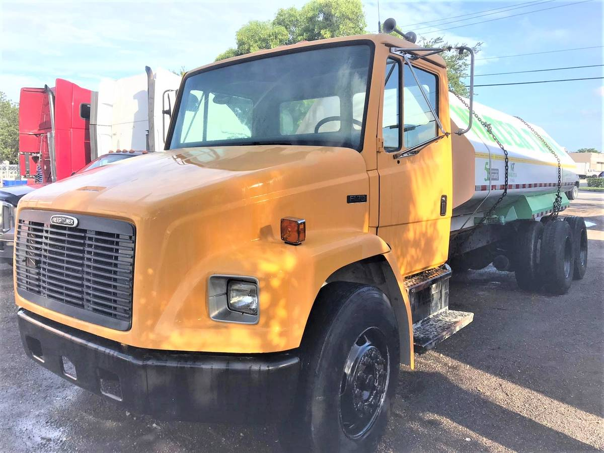 TRUCK FREIGHTLINER 2003 without water tank